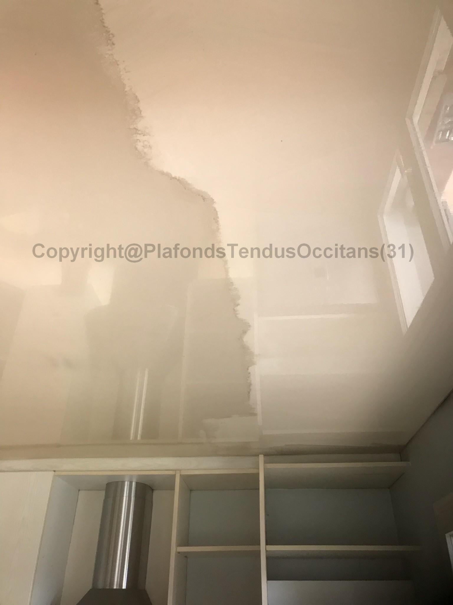 nettoyage d un plafond tendu plafonds tendus occitans. Black Bedroom Furniture Sets. Home Design Ideas